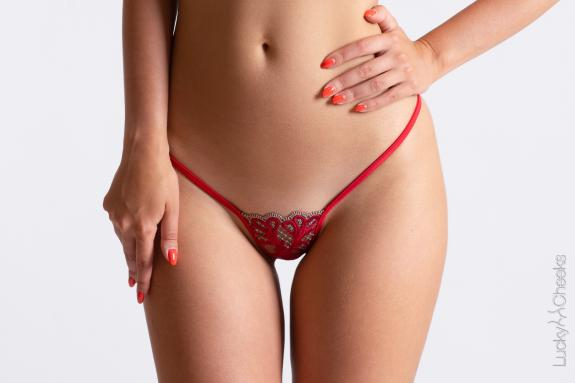 Baroque Fire - mini G-String rot von Lucky Cheeks