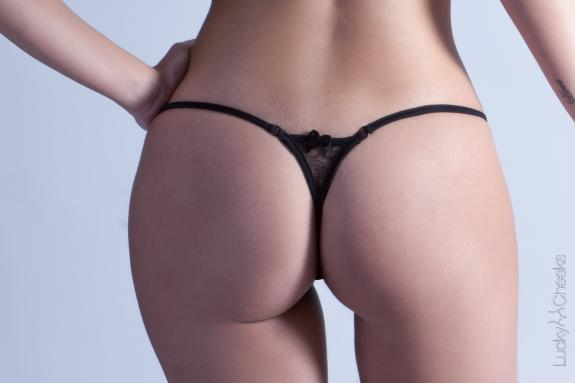 Sweet Shadow - sexy String schwarz - Lucky Cheeks